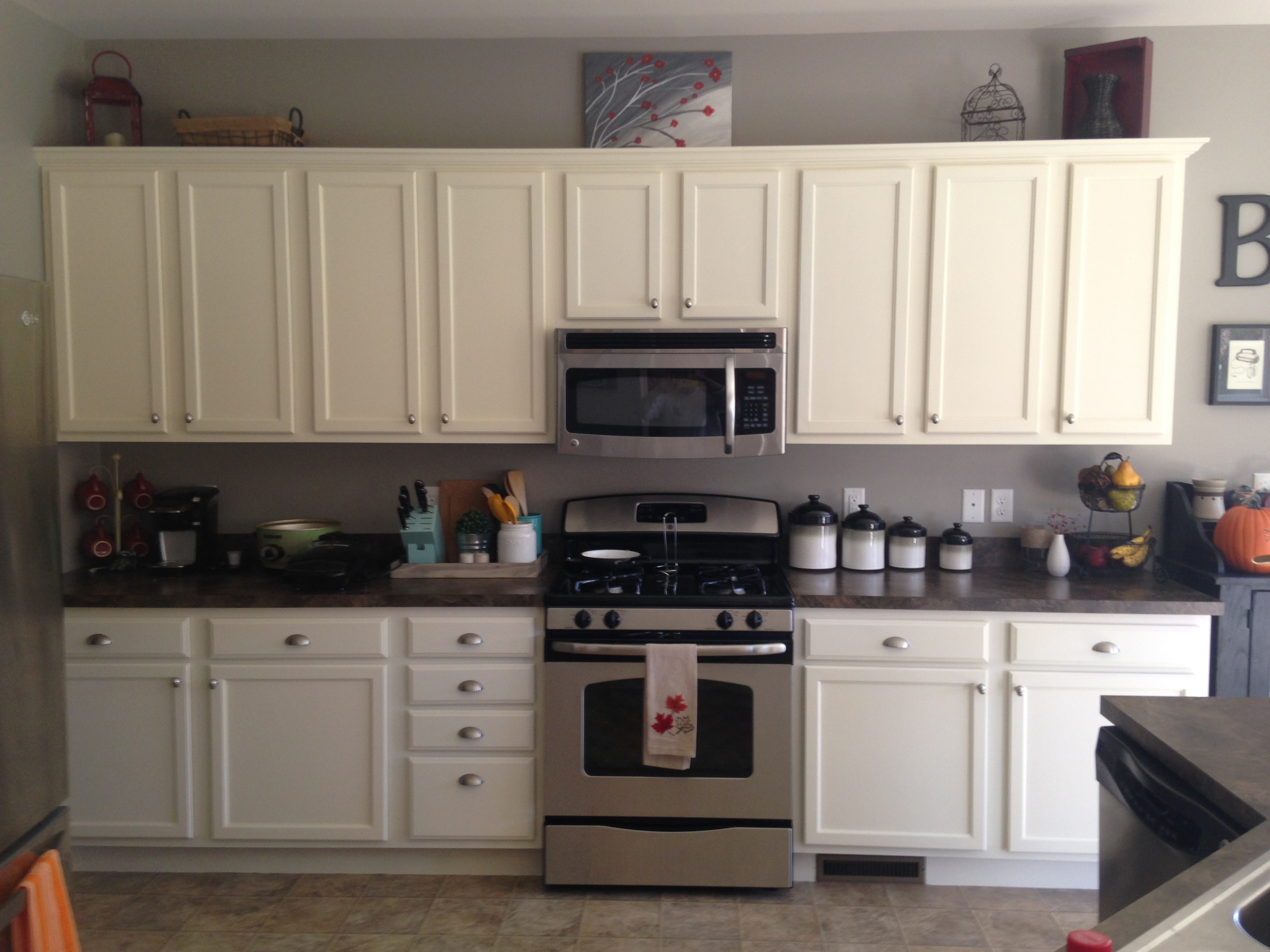 house painting ideas for the kitchen how to paint kitchen cabinets 12 common questions. Black Bedroom Furniture Sets. Home Design Ideas
